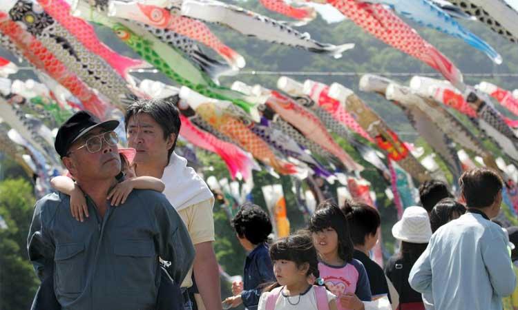 জাপানে ১০ দিন টানা ছুটি ঘোষণা করায় ক্ষুব্ধ কর্মজীবীরা!