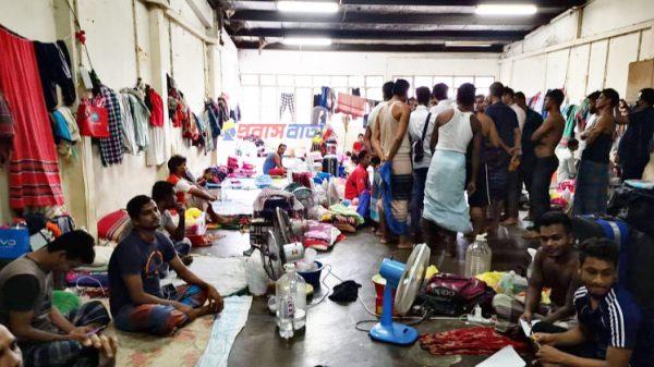 মালয়েশিয়ায় বিদেশি শ্রমিকদের আবাসন আইন বাস্তবায়নে টালবাহানা