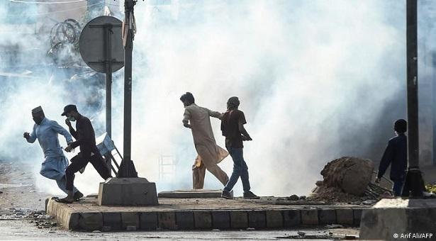 পাকিস্তানে ৭ জনের মৃত্যু, নিষিদ্ধ হলো ইসলামপন্থী দল টিএলপি