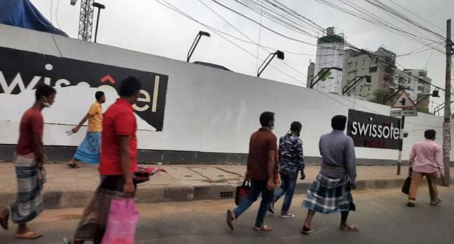 লকডাউন : দ্বিতীয় দিনে ঢাকার রাস্তায় লোক চলাচল বেড়েছে